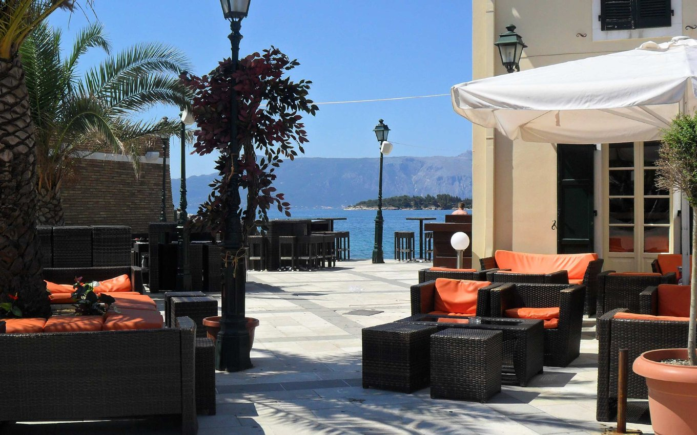 Outdoor waterfront dining at En Plo on the island of Corfu, Greece