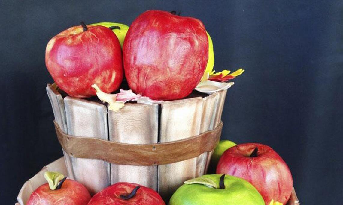 Apple fondant cake from Sin Bakery